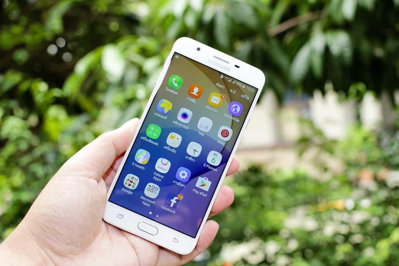 crop hand holding a Samsung j7 phone